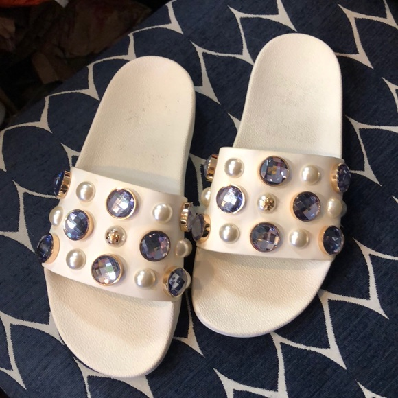 a2cad6b5201a4 Tory Burch Vail Leather Slides Sandals white 6 new.  M 5bd0a7ebd365be61e56a2bbc